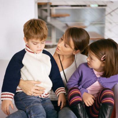 Dạy con cách ứng xử tốt đúng mực với người giúp việc