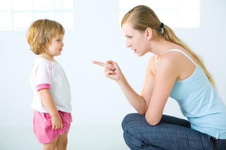 Dạy con cách ứng xử với người giúp việc